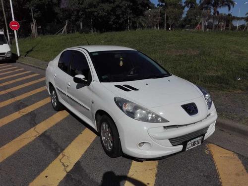 peugeot 207 1.4 sedan allure 75cv 2013 permuto
