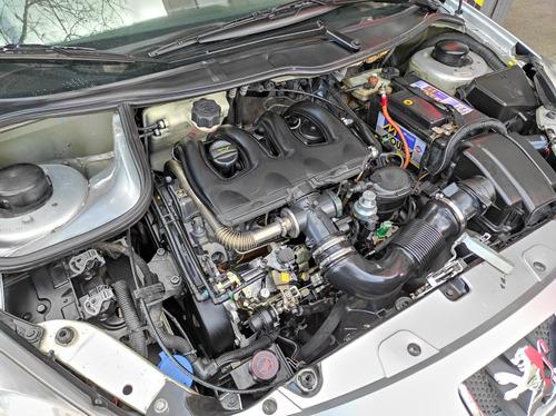 peugeot 207 2010 2.0 sedan xt hdi + coutas