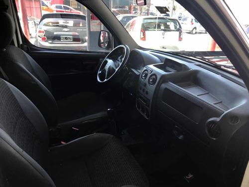 peugeot partner 1.4 furgon presence 2011 financio / permuto
