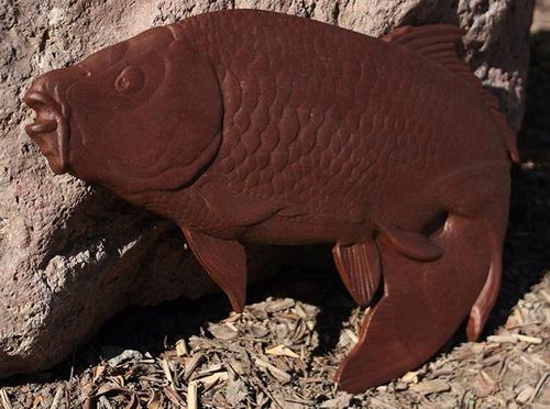 pez koi madera tallada