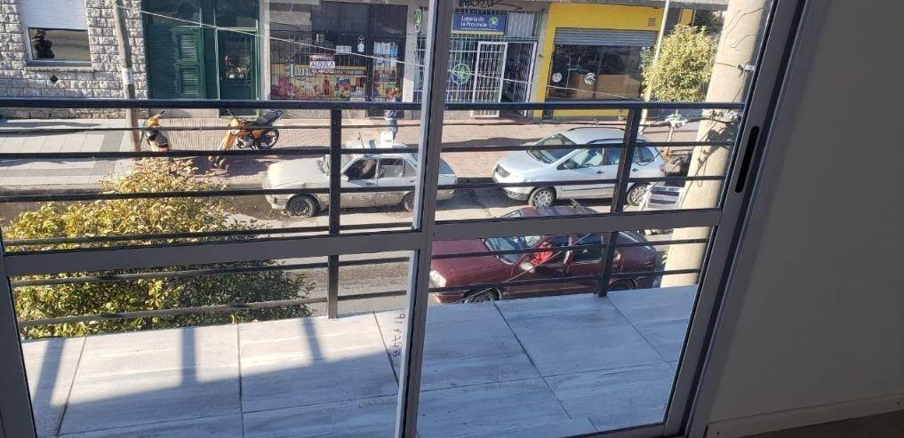ph 1 ambiente a estrenar a la calle con balcon saliente