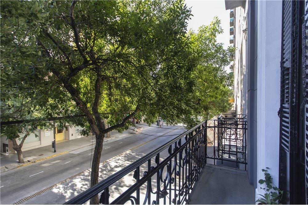 ph 1er, piso a la calle, balcón, exc ubicación