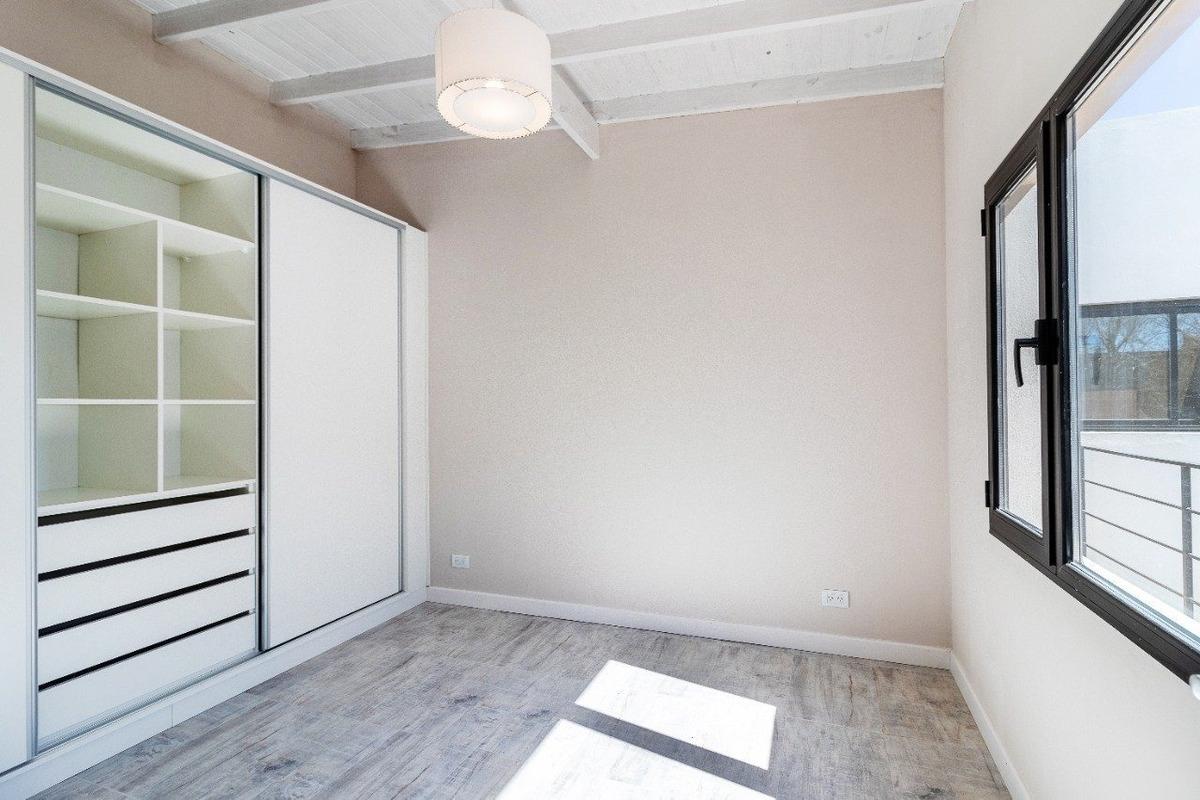 ph 2 ambientes a la calle con balcón reciclado