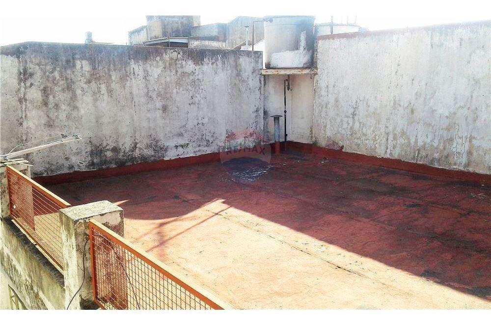 ph 2 ambientes en caseros con patio y terraza