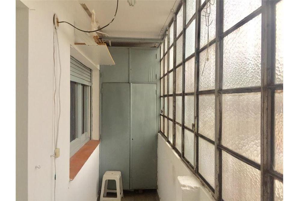ph 3 amb. 2do piso por escalera con balcon