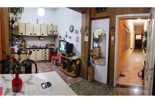 ph 3 amb, con fondo, 200 m2 total , caseros