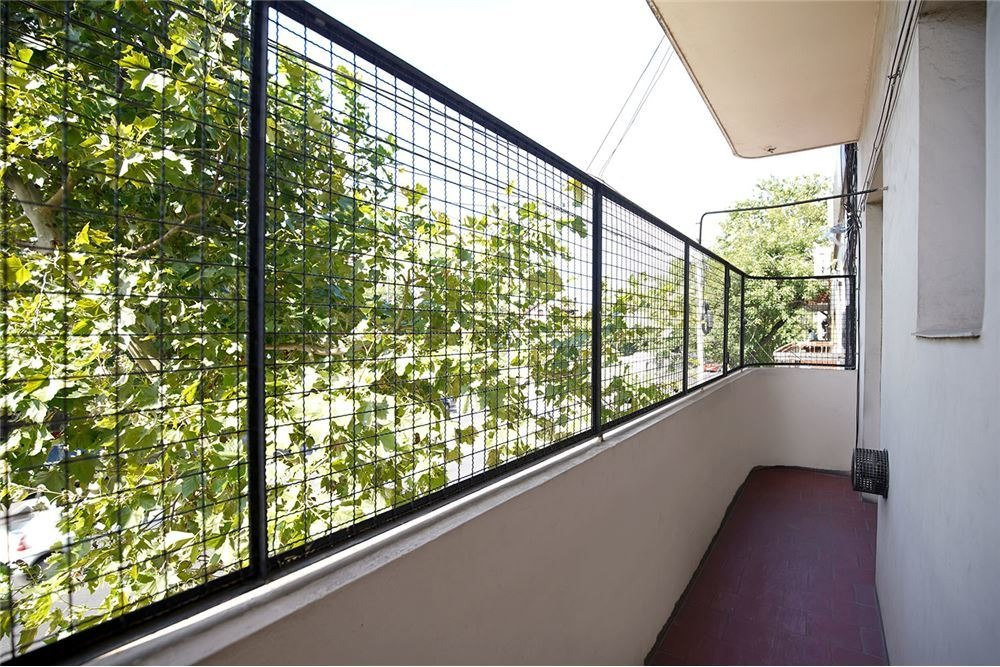 ph 3 ambientes al frente. balcón y patio