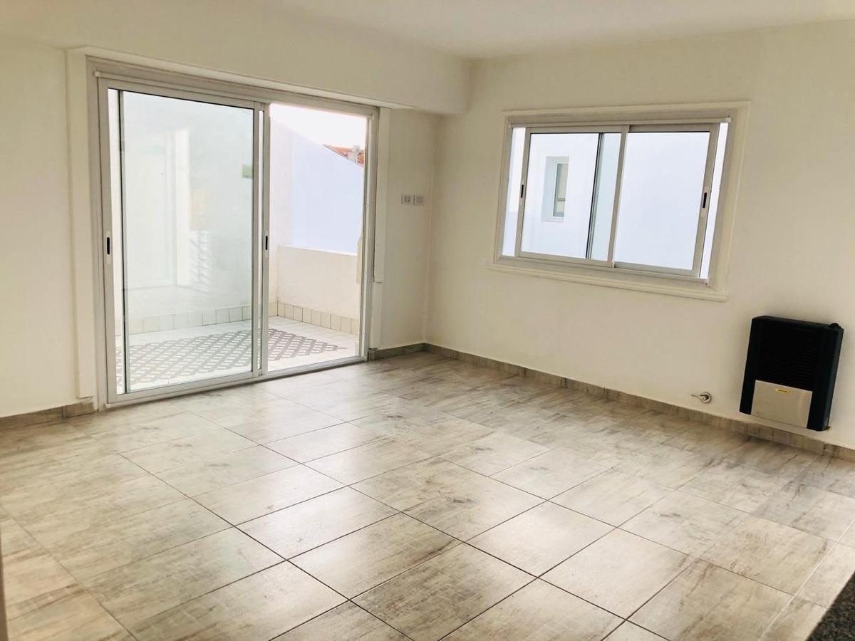 ph 3 ambientes con balcon en pa en barrio pompeya
