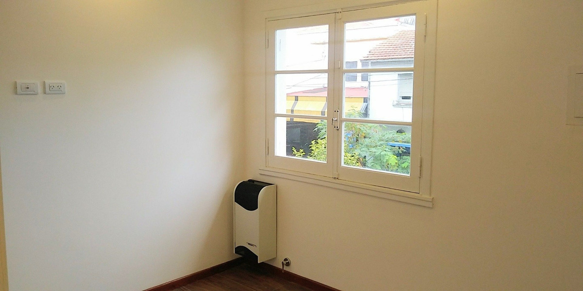 ph 3 ambientes con dependencia de servicio y patio con parrilla. totalmente reciclado a nuevo