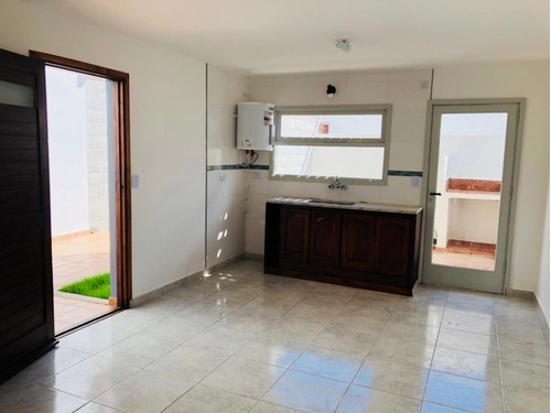 ph 3 ambientes con patio en barrio villa primera en venta -ideal inversores