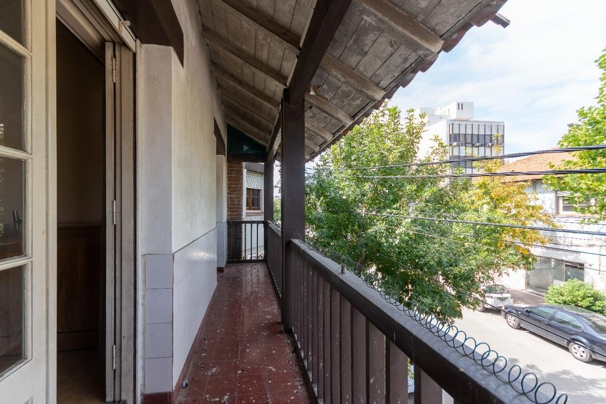ph 3 ambientes con patio y balcón a la calle