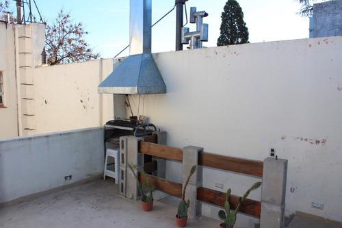 ph 3 ambientes en 2 plantas. patio y terraza. 2 baños