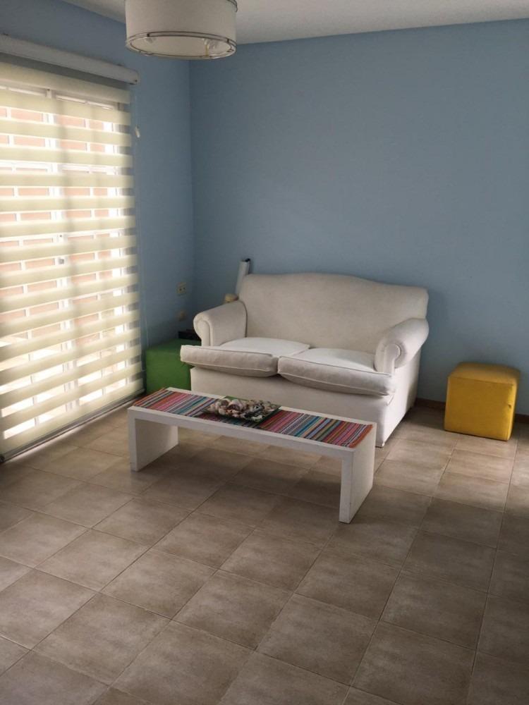 ph 3 ambientes en venta en lanus este     (044)