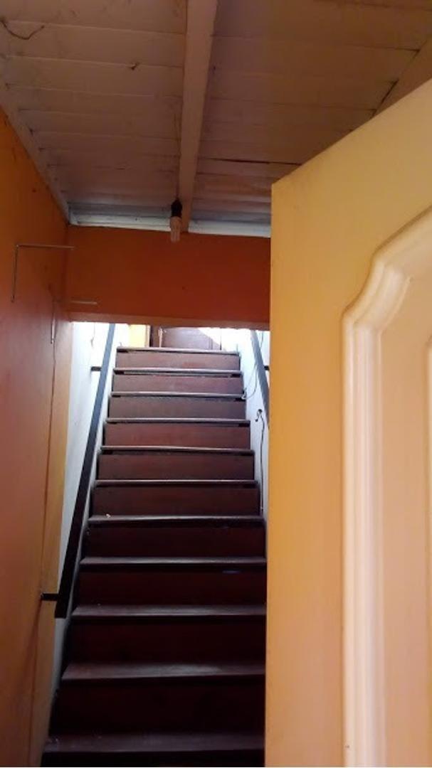 ph 3 ambientes por escalera +terraza 20m2  s/expensas