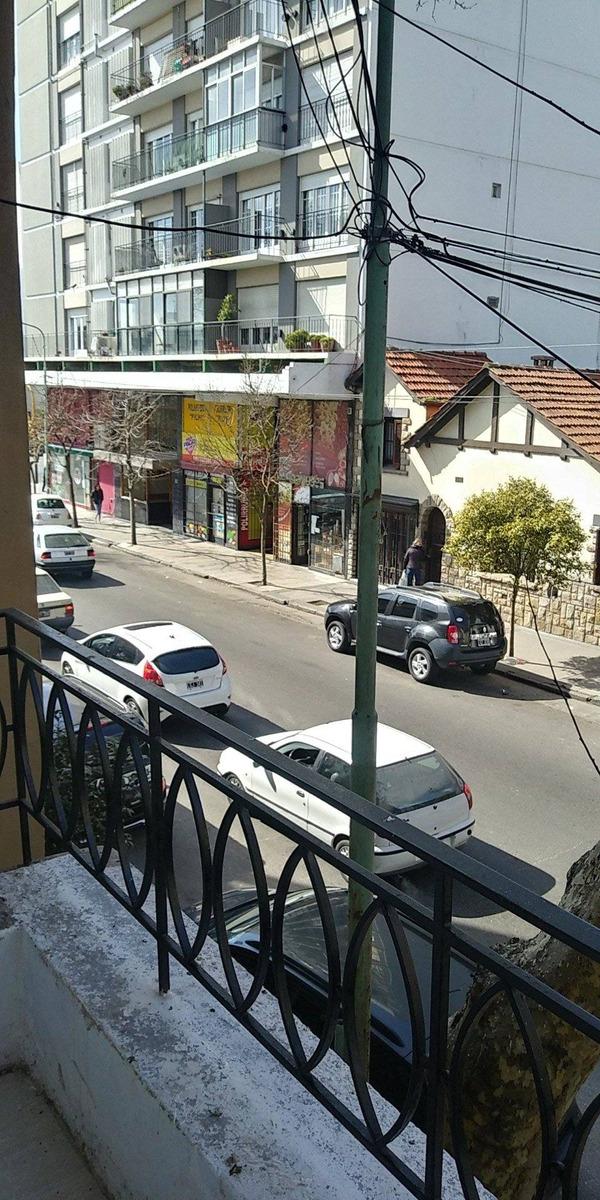 ph 3 ambientes reciclado a la calle con balcon saliente y dependencia de servicio