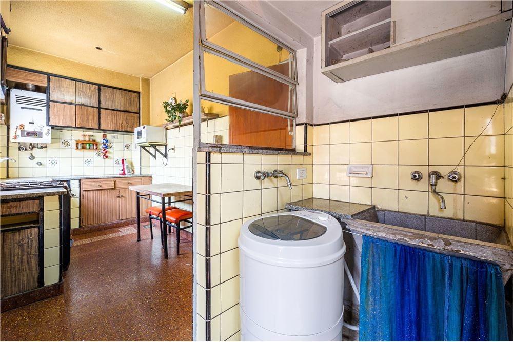 ph 3 ambientes ubicado en el primer piso .