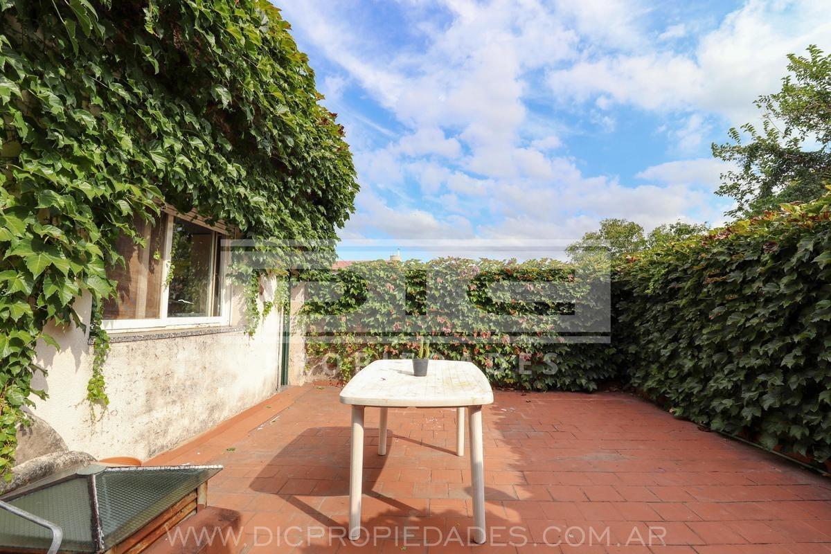 ph 3 dormitorios con terraza patio y balcon  ubicada en olivos