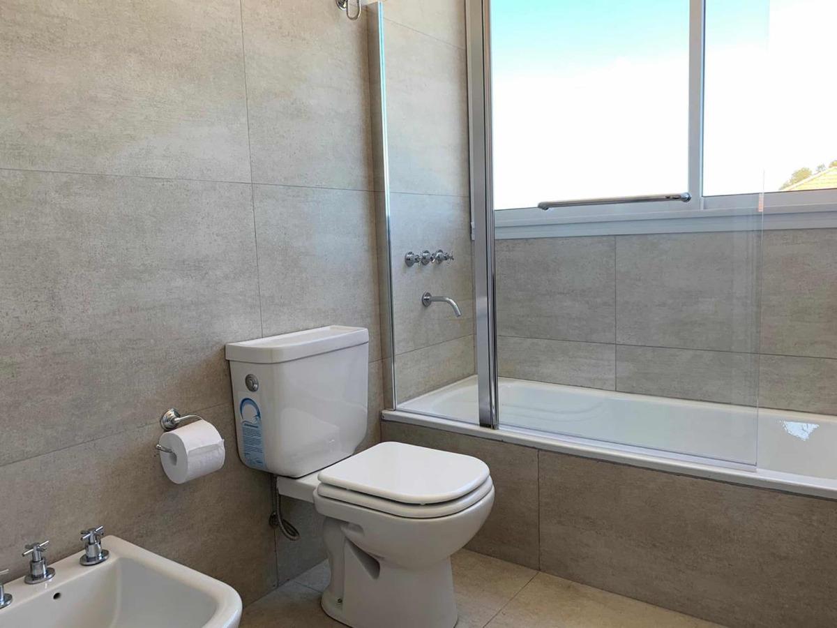 ph 4 ambientes, 2 baños 3 cuartos terraza. vista al mar.