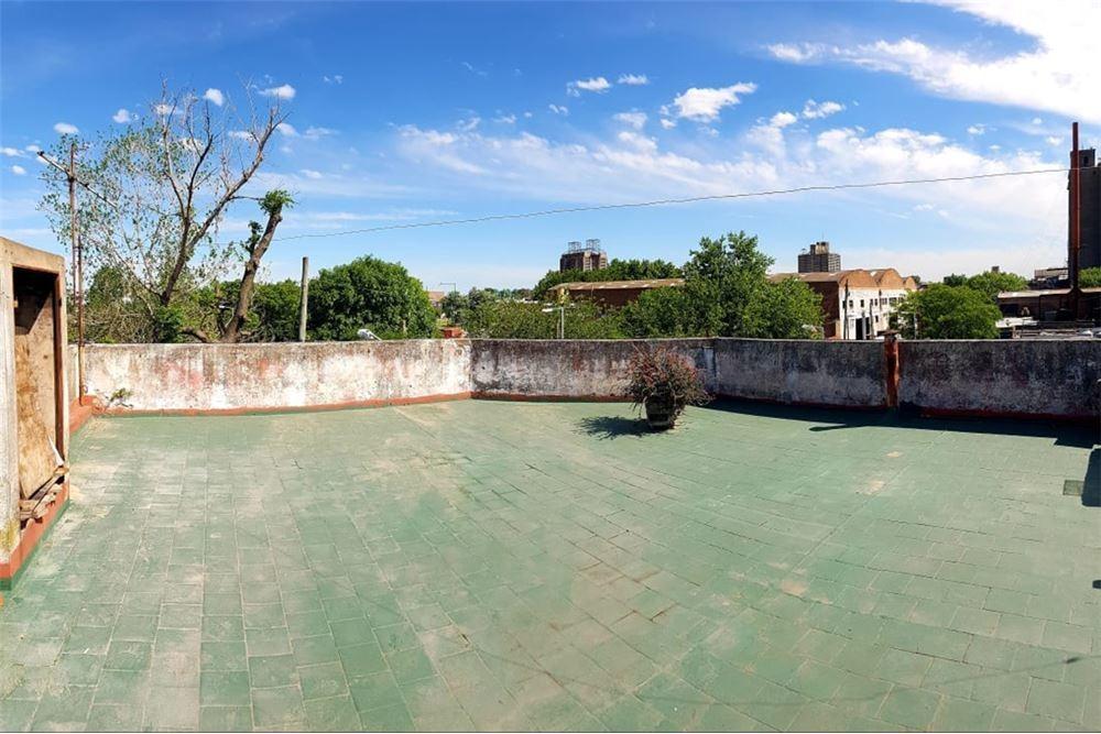 ph 4 ambientes c/terraza y pileta. permuta