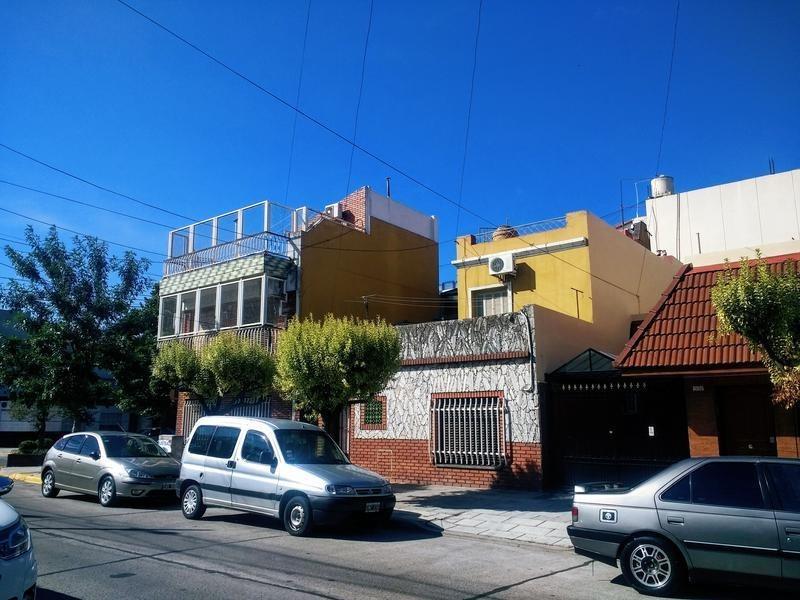ph 4 ambientes en liniers planta baja al frente con terraza