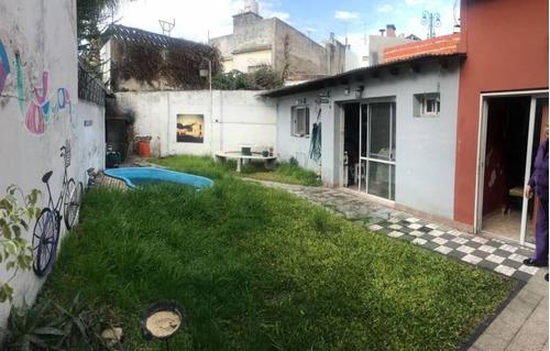ph 4 ambientes en planta baja c/fondo, quincho y piscina