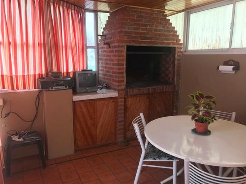 ph  4 ambientes frente por escalera, terraza, quincho.