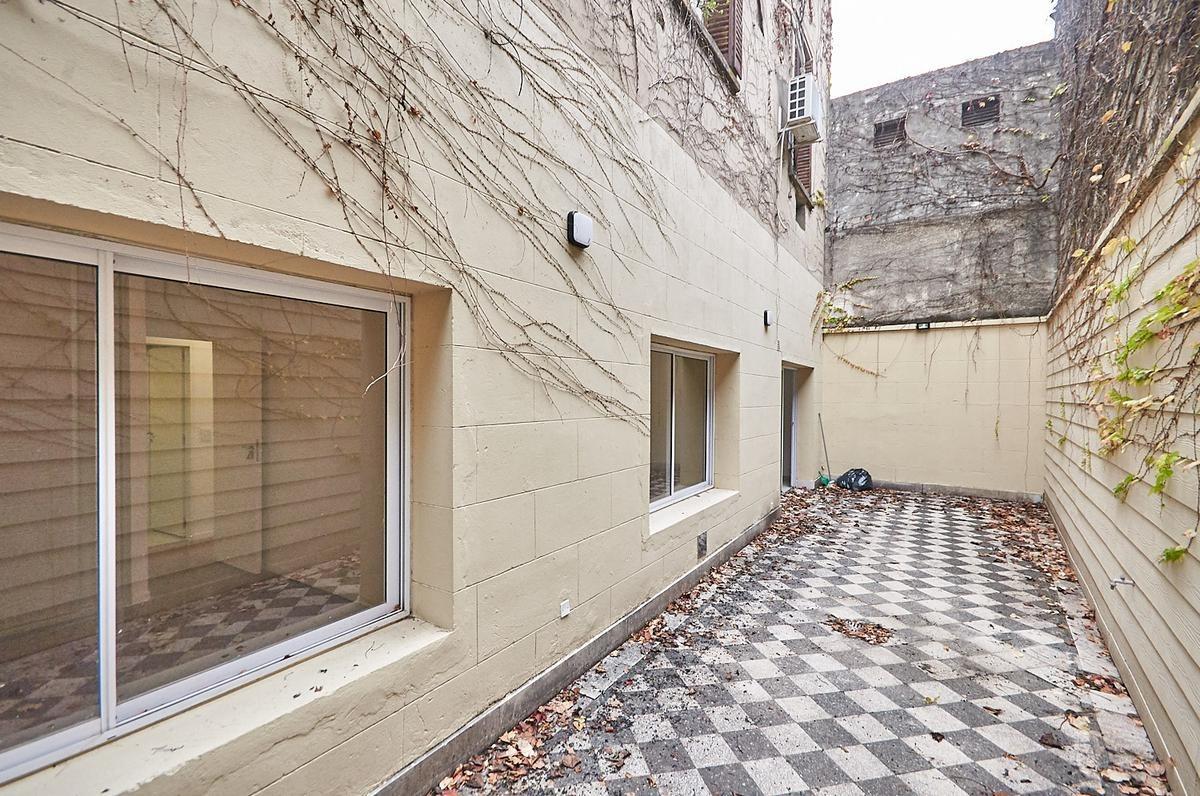 ph 4 ambientes totalmente reciclado a nuevo en caballito planta baja con patio.
