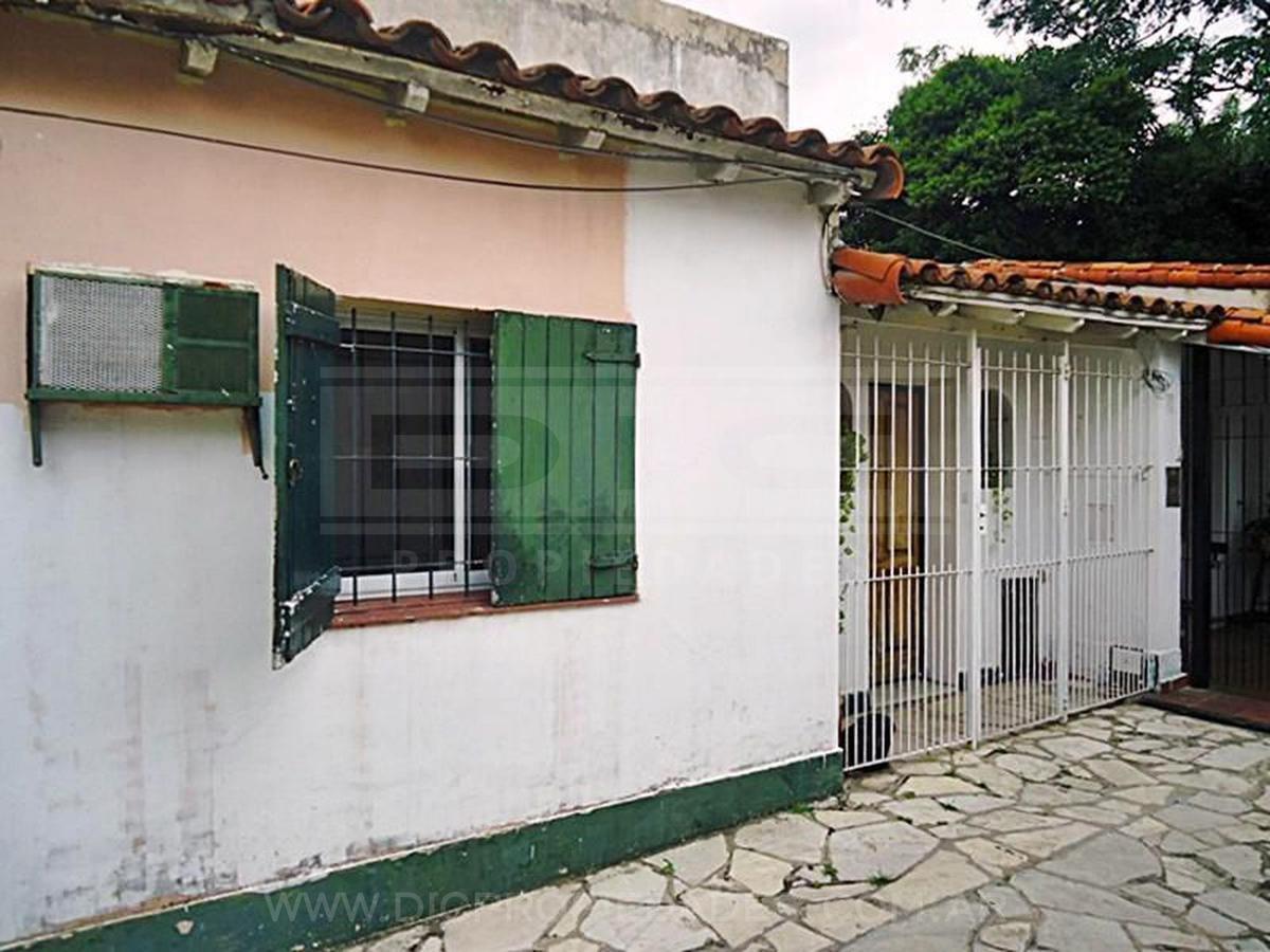 ph 5 ambientes con  patio y terraza  en linda zona de olivos