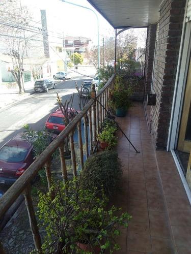 ph 5 ambientes primer piso con balcon a la calle pasante
