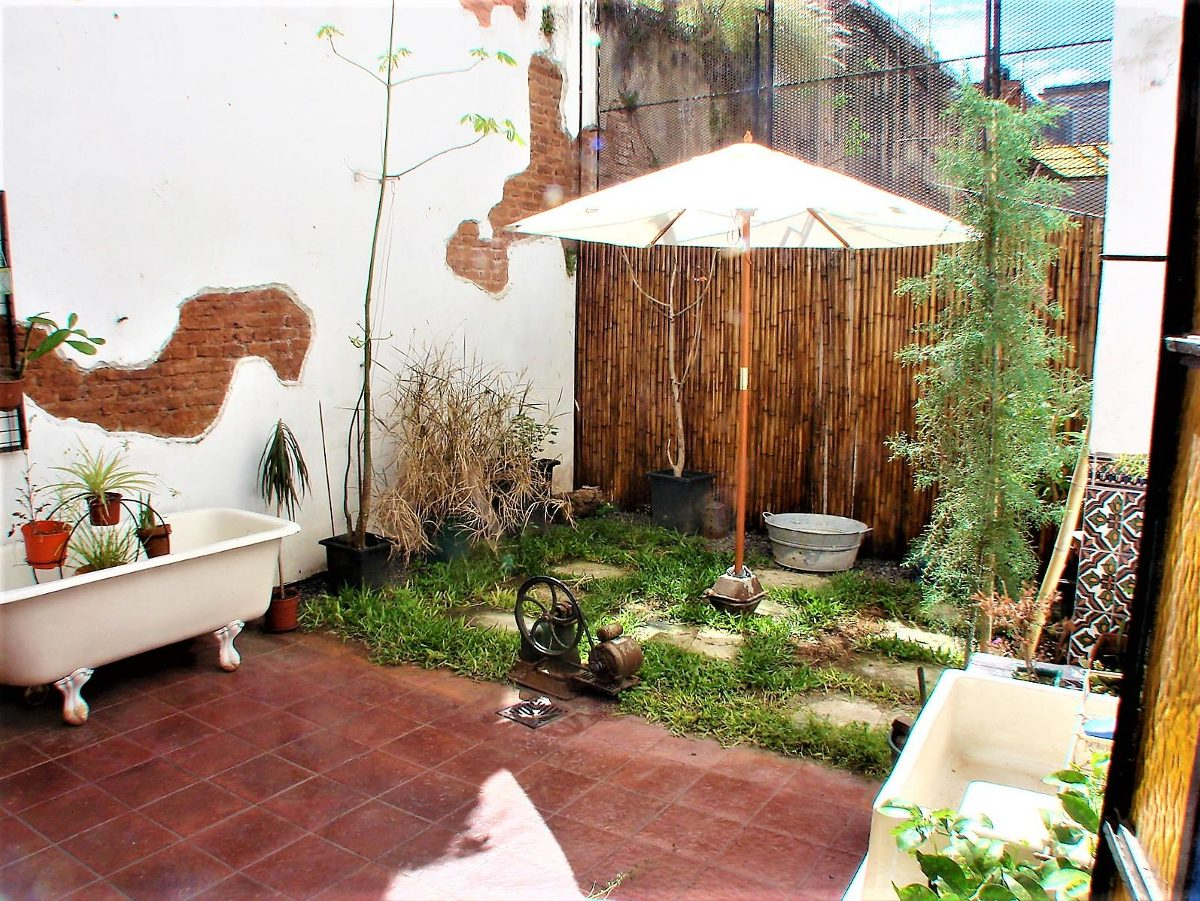 ph 6 ambientes con dos patios y dependencia de servicio