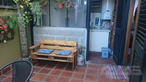 p.h a 10 cuadras de la estación de merlo con 2 dormitorios.