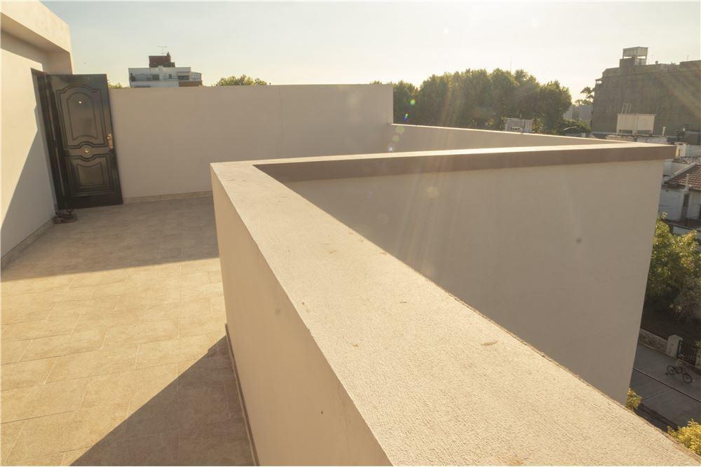 ph a estr. 3 amb. v.urq. terraza prop/1°piso x esc