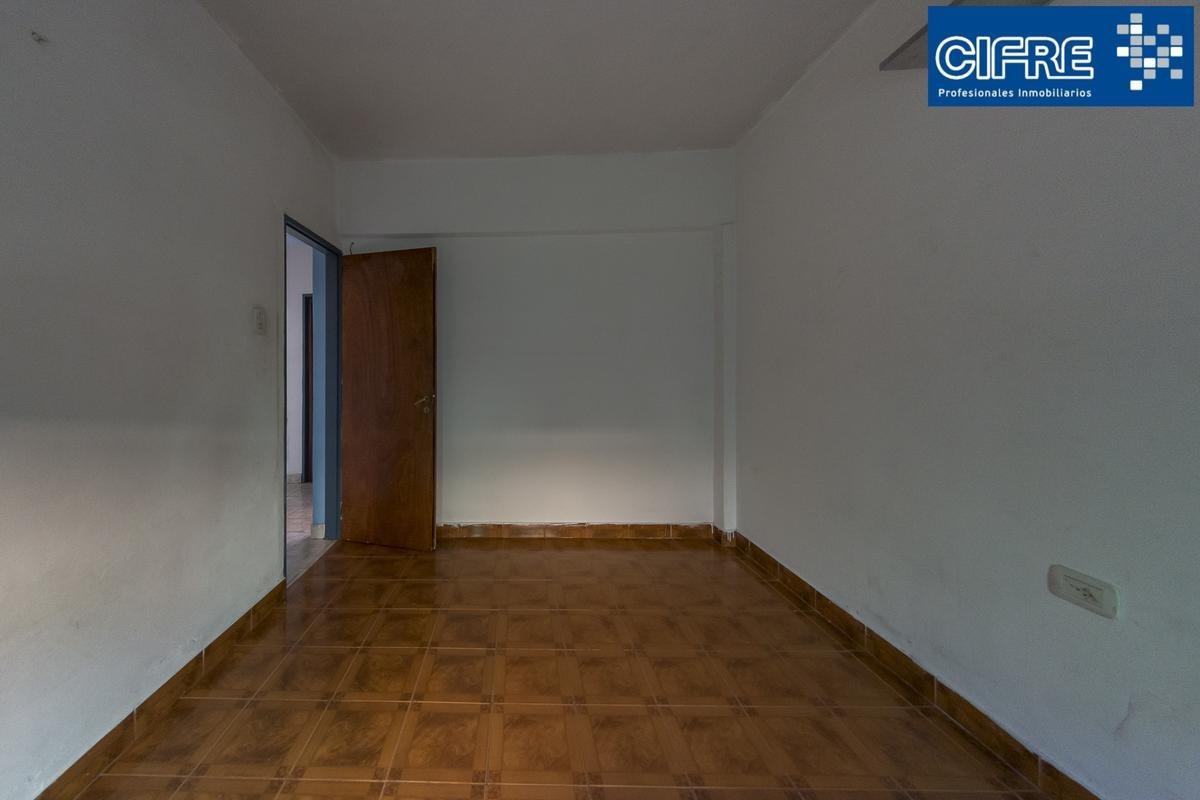 ph a la venta de 3 ambientes con balcon y patio,1°piso por escalera