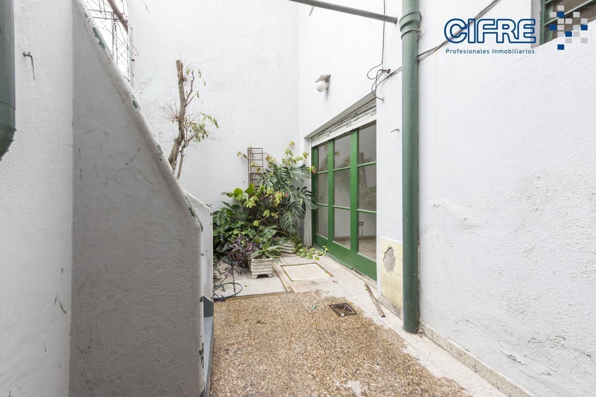ph a la venta  en pb de 3 ambientes con patio luminoso excelente ubicacion
