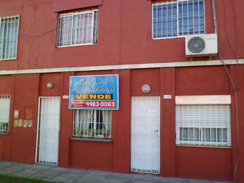 ph al frente 2 amb. c/ patio - apto crédito - j. maza 407