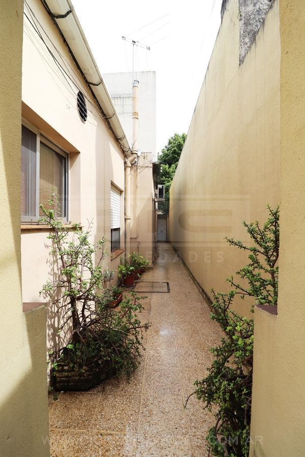 ph al medio de 3 ambientes con patio en excelente ubicación de san isidro