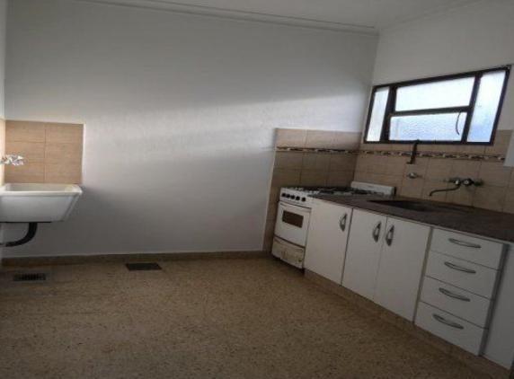 ph alquiler 1 dormitorio al contra-frente -50 mts 2 -sin expensas - la plata