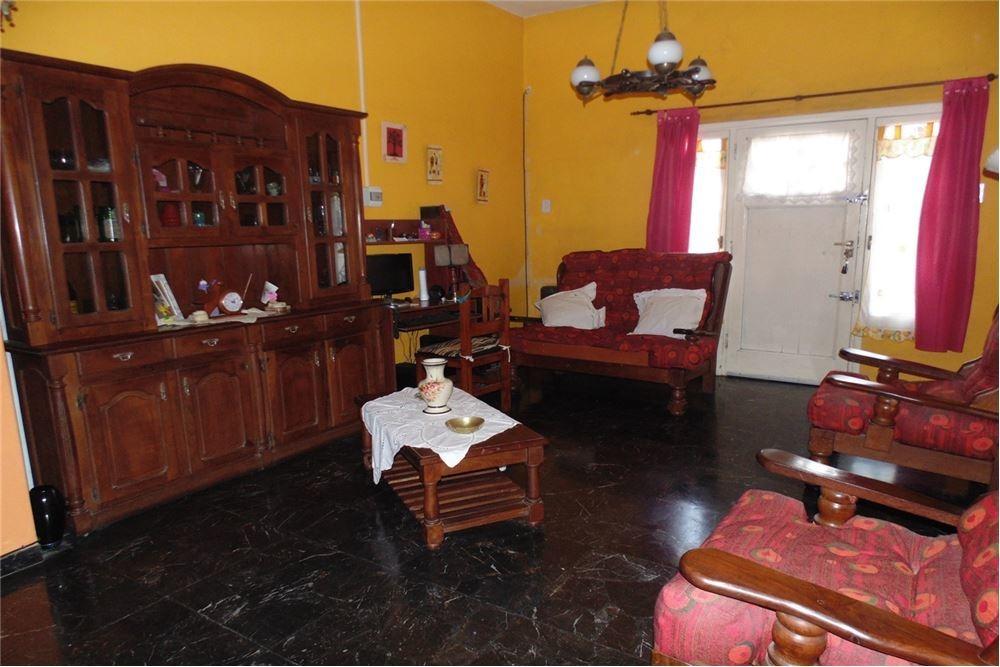 ph casa 3 ambientes martín coronado al frente