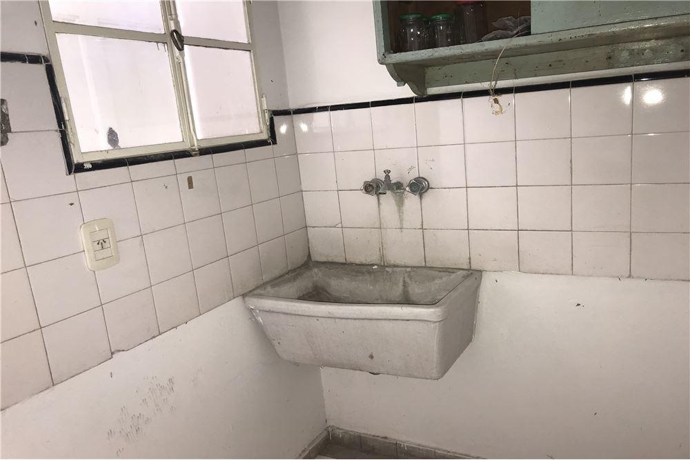 ph de 2 dormitorios al frente en venta la plata