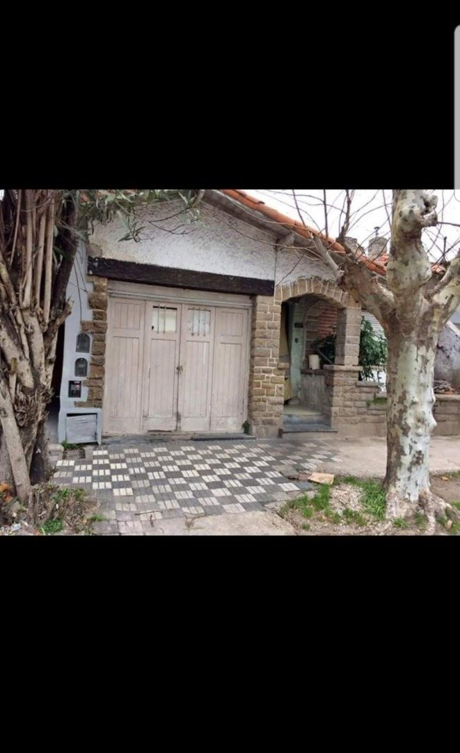 ph de 3 ambientes a reciclar. garaje y patio