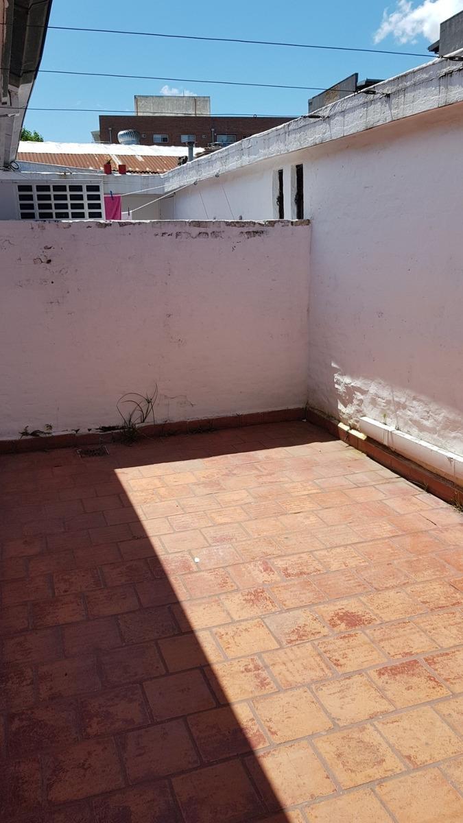 ph de 3 ambientes con patio en planta alta