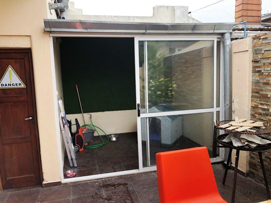ph de 3 ambientes con patio. zona la perla