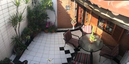 ph de 3 ambientes de frente con balcon, patio y terraza