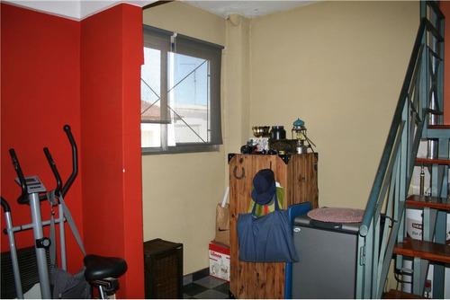 ph de 3 ambientes en excelente zona de caseros