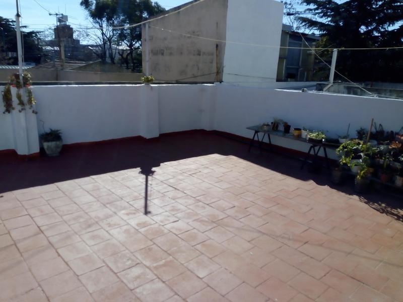 ph de 4 ambientes en planta baja con terraza en florida oeste