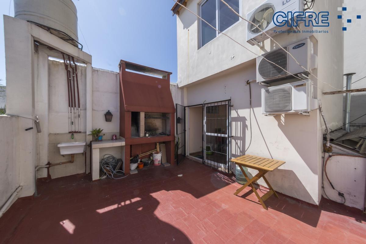 ph de 5 ambientes en venta  con quincho y terraza reciclado a nuevo