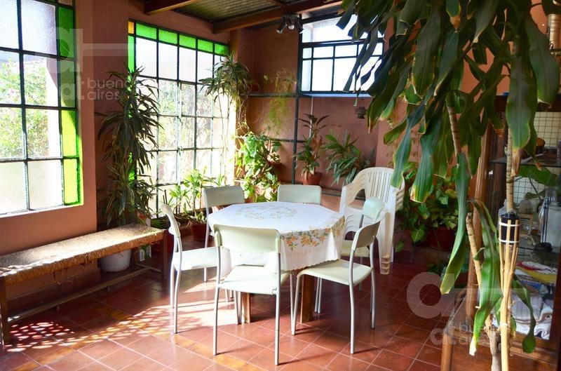 ph de 6 ambientes con terraza propia. impecable estado de conservación!