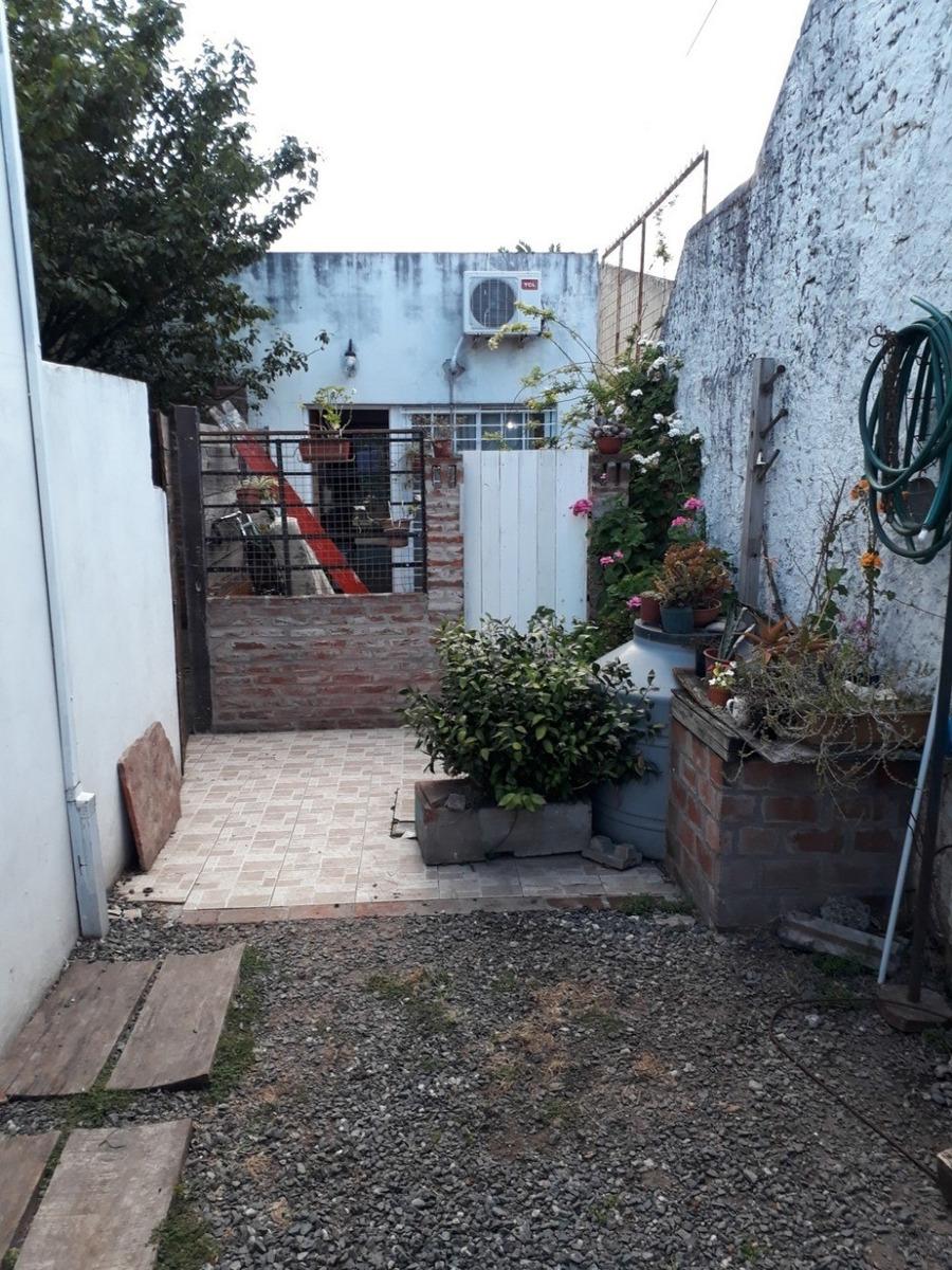 ph de tres ambientes con patio en alquiler