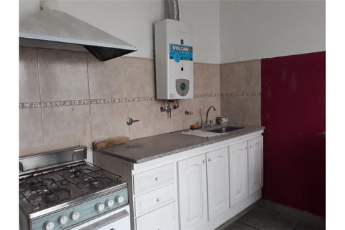 ph. dos dormitorios y 2 patios en venta. la plata
