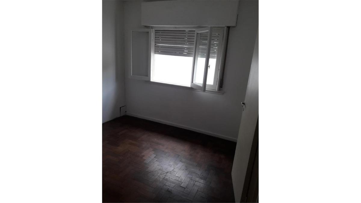 ph en 2 plantas al fondo con 2 dormitorios. cocina separada.